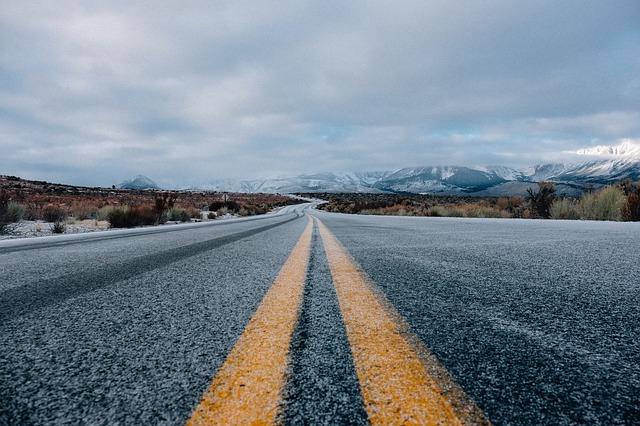 road-690087_640